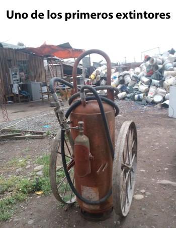 Uno de los primeros extintores